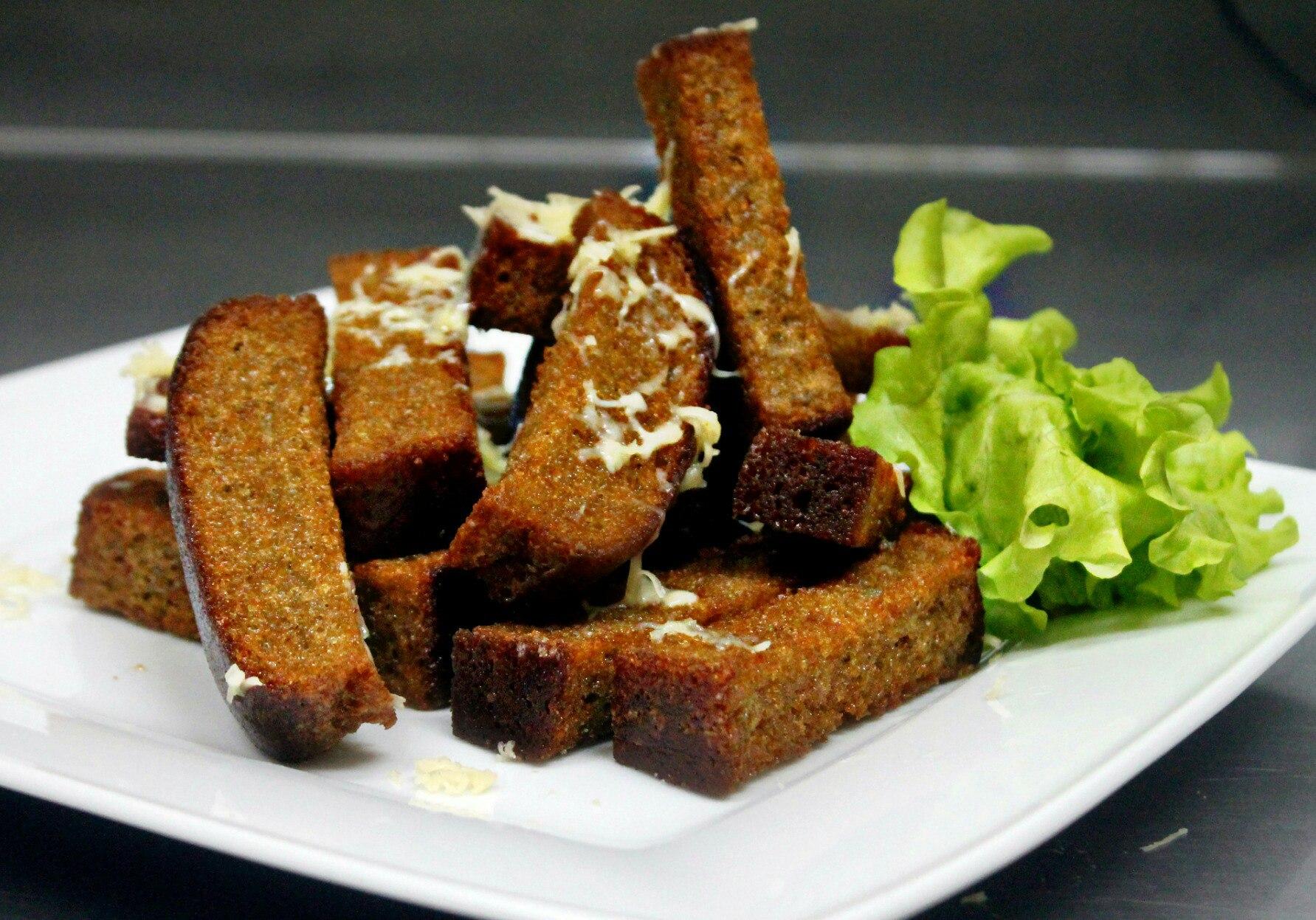 Cухарики с чесноком в микроволновке — вкусно готовим дома